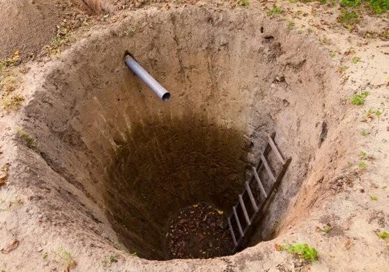 Вид выкопанной выгребной ямы