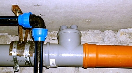 Пример установки клапана в канализационную трубу