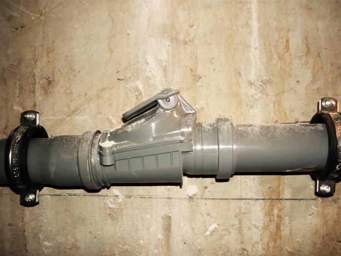 Правильно установленный обратный клапан для канализации