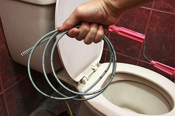 Попробуем разобраться, как же сделать трос своими руками, чтобы прочистить забившуюся канализацию