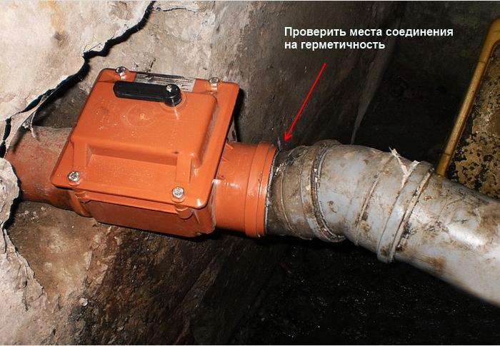 Установка обратного клапана на канализационную трубу