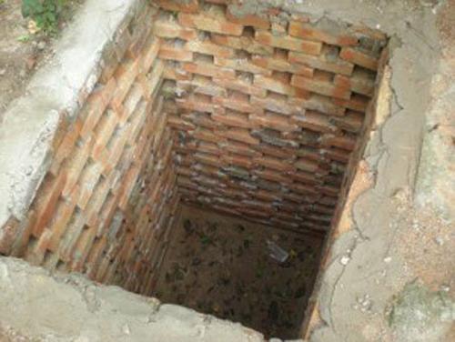 Как построить туалет из кирпича на даче своими руками