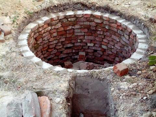 Кладка кирпичной ямы