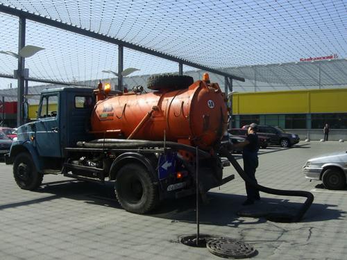 Очистка выгребной ямы от ила: эффективные способы