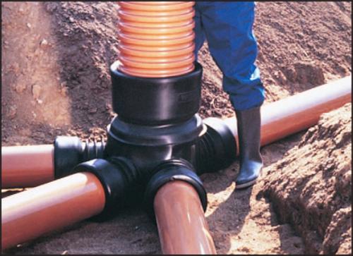 трубы, которые служат соединительным звеном септика с фильтрационным колодцем